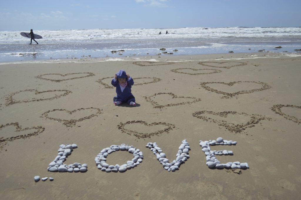 beach pebble love